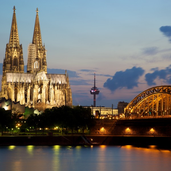 Cologne_Cathedral_and_the_Hohenzollern_Bridge